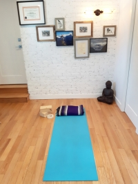 Yoga dans le local de YOMA