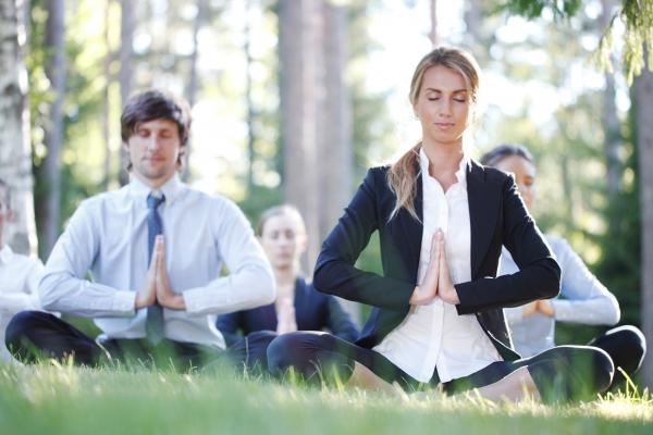 Yoga extérieur en entreprise